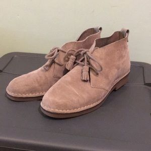 Grey suede chukka boot